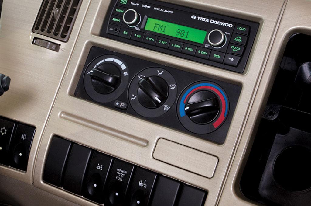 bảng điều khiển trên xe đầu kéo cl4tf