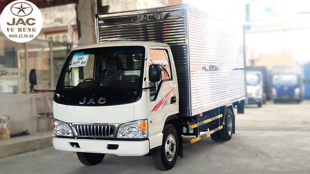 jac L250 thùng kín 2t4