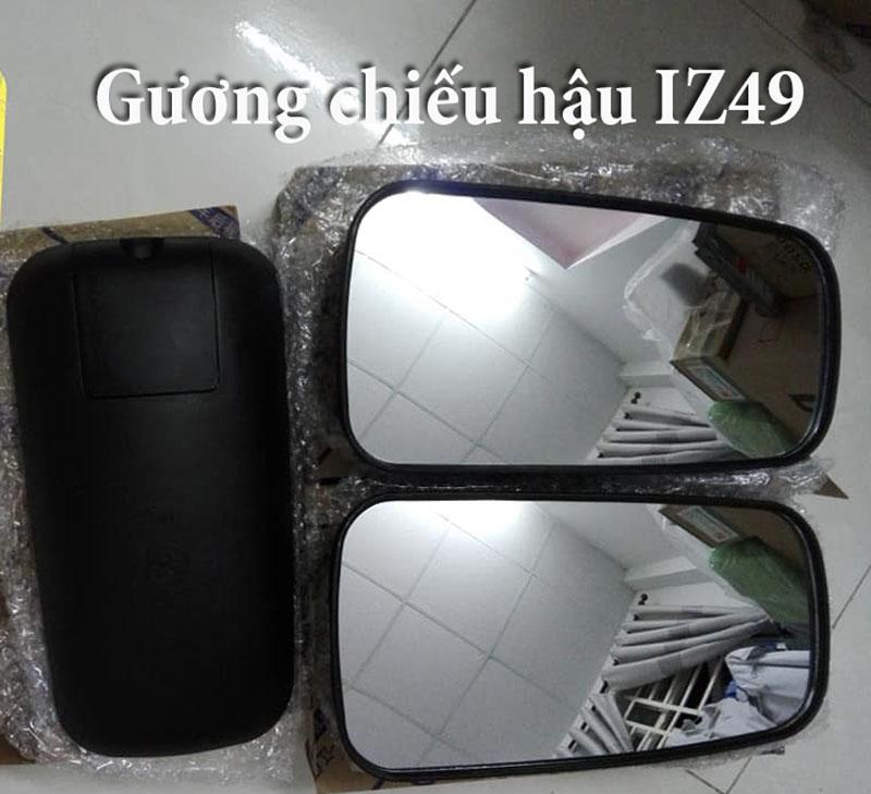 kinh-chieu-hau-xe-iz49
